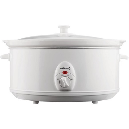 A White Brentwood SC-150R 6.5-Quart Slow Cooker